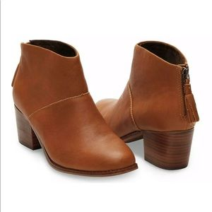 NWOT Tom's Leila Bootie in size 6